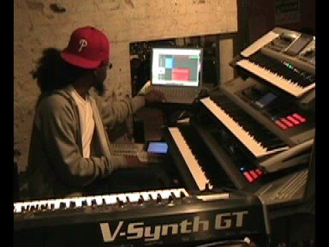 """John Legend's New Musical Director, Eugene """"Man Man"""" Roberts, Shows Us How He Uses Logic Pro During a Live Show"""